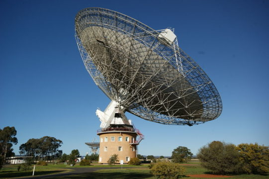Parkes Observatory's 64-meter radio telescope