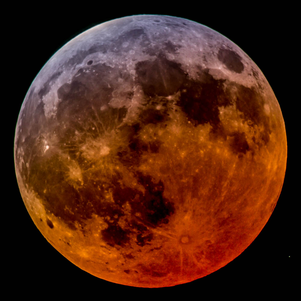 What Difference Four Days Makes >> The Lunar Eclipse Wasn't Total After All?! - Sky & Telescope