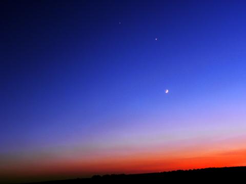 2015-06-22_558852dc41bc7_Venus_Moon_Jupiter.png
