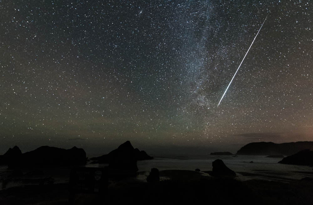 Brilliant Geminid and Milky Way