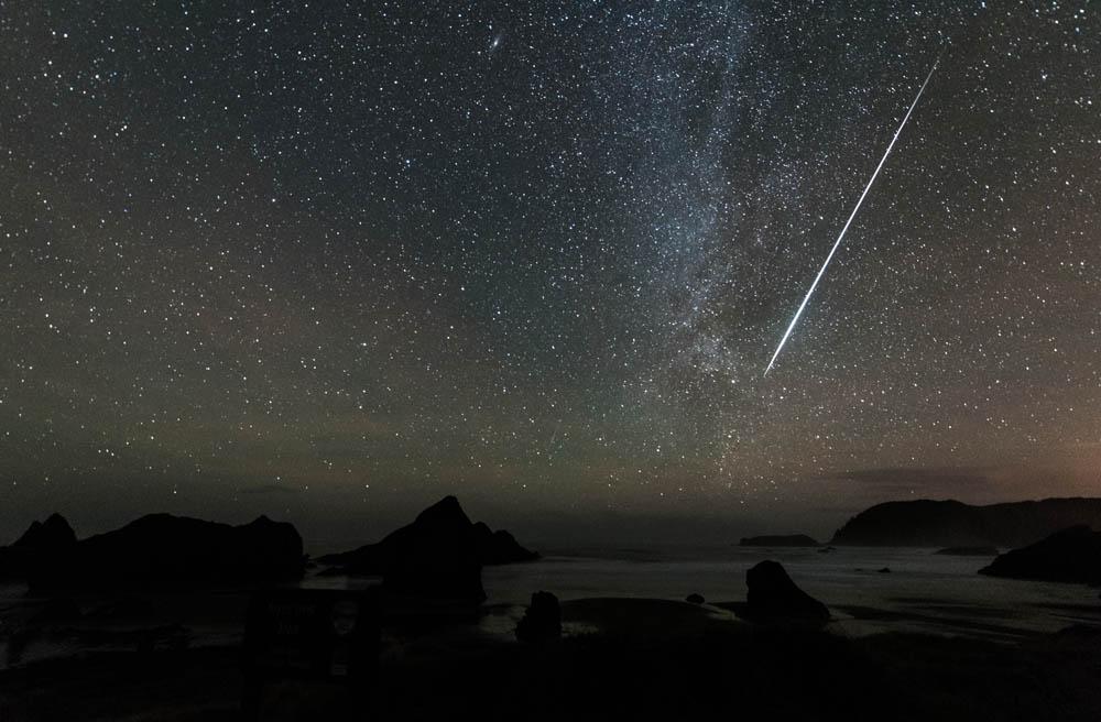 Brilliant Geminid and Milky Way