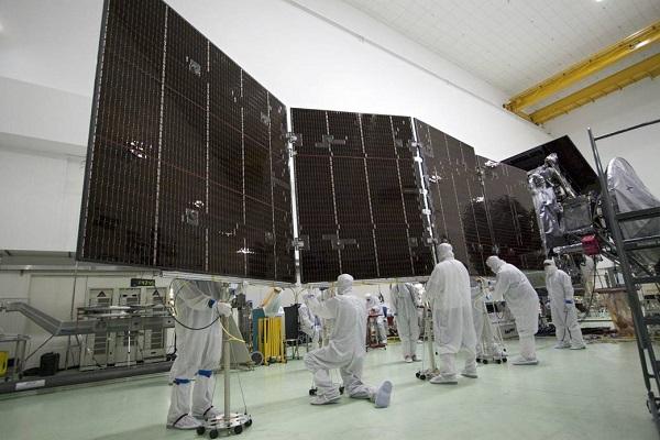 Juno solar array