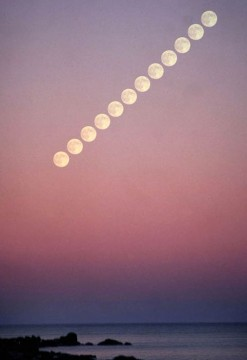 Beautiful example of the Moon Illusion!