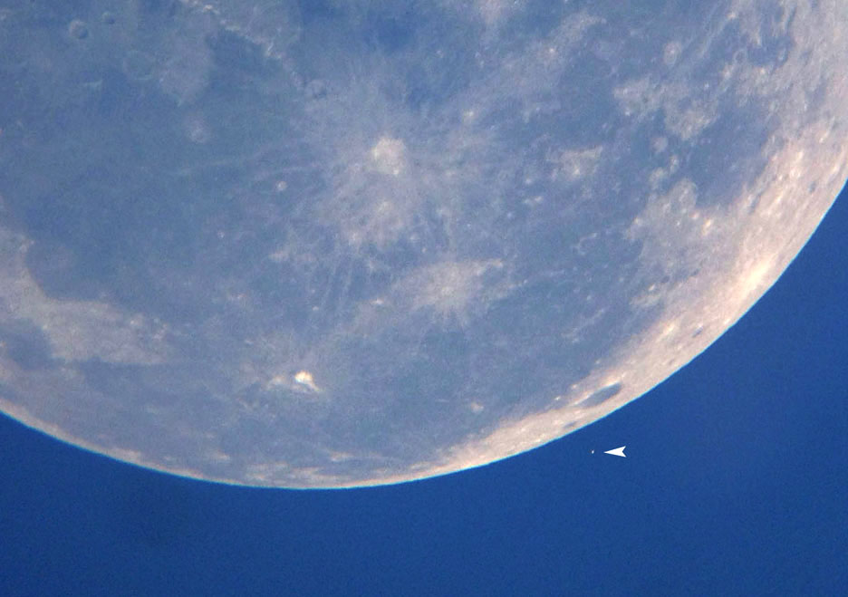 Mighty Moon, tiny star