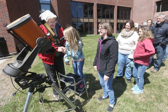 Sharing the pleasures of the telescope