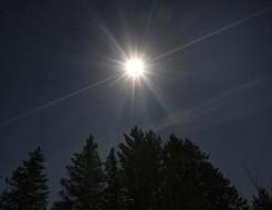 Moonlight mimics sunlight