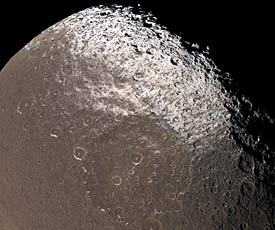 Iapetus's two-toned surface