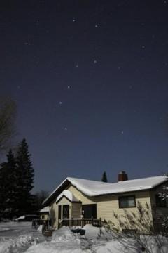 Blue sky by day, blue sky by moonlit night