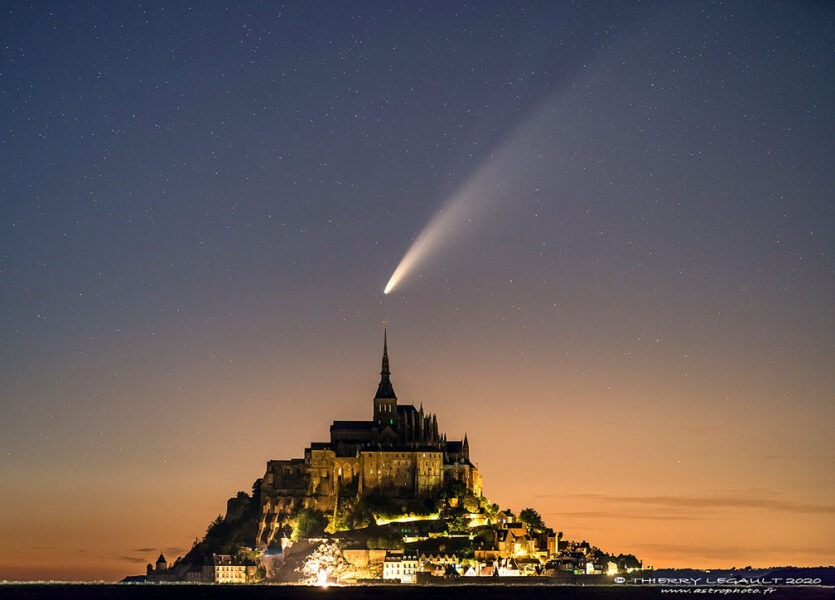 Comet NEOWISE above Mont-Saint_Michel