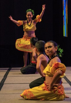 Hawaiian dancers at IAU