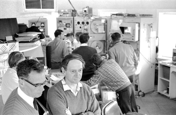 Parkes control room during Apollo 11 moonwalk