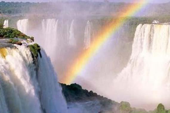 Rainbow over Iguazú Falls