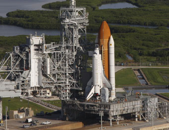 Shuttle ready for Hubble Telescope repair