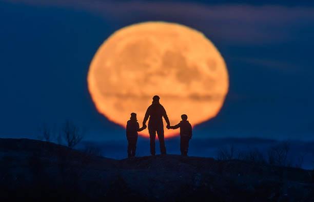 Share a Unique Lunar Moment
