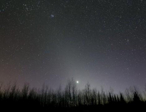 A million comets point a finger at dusk