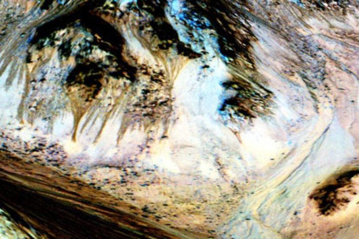 Hale Crater's dark streaks