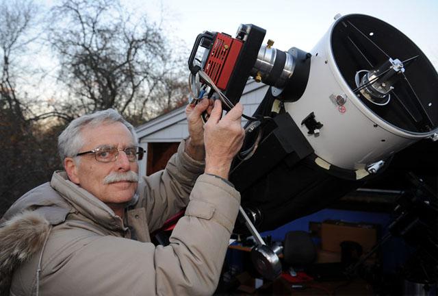 Dennis di Cicco at the scope