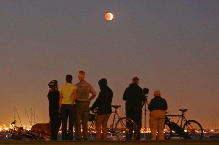 Watching a lunar eclipse