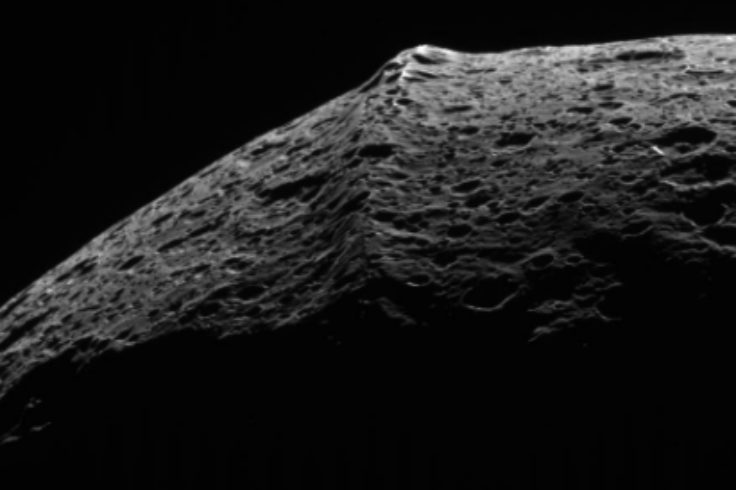 Picture of ridge on Iapetus