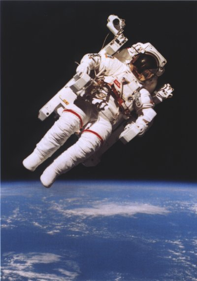 mccandless-over-earth-sts-41b