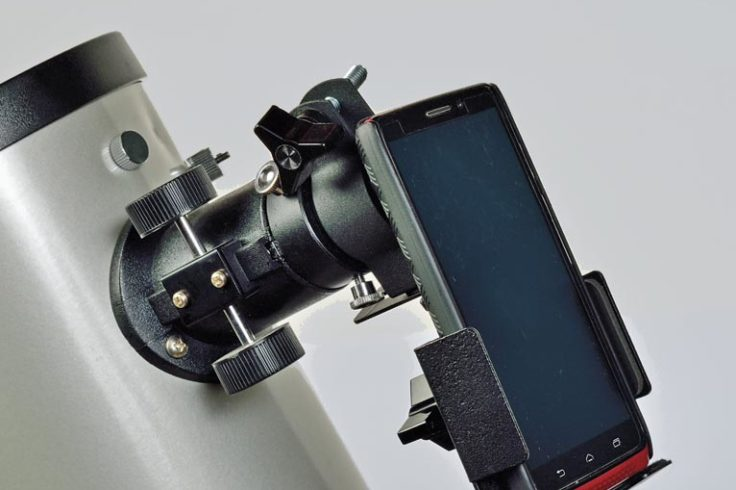 Smartphone holder for Moon imaging