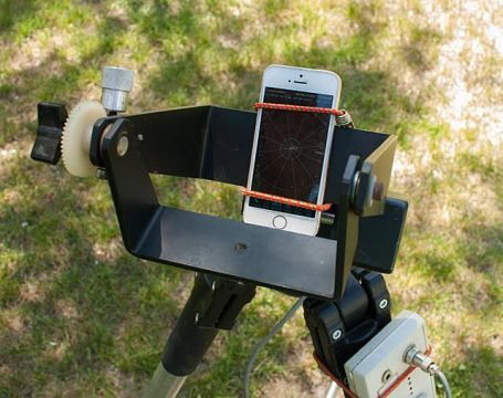Daytime polar alignment using a Smartphone